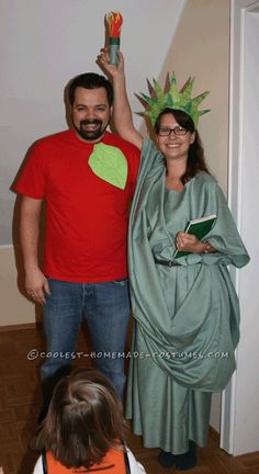 Lady Liberty and the Big Apple Couple Costume... This website is the Pinterest of costumes