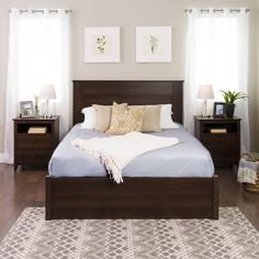 31 Beautiful Dark Wood Furniture Design Ideas For Your Bedroom - Designing any living space can be quite a daunting task but this is one of those rare occasions when daunting can be fun as well. It's daunting becaus. Dark Wood Bedroom Furniture, Dark Brown Furniture, Bedroom Furniture Design, Furniture Ideas, Furniture Vintage, King Furniture, Bedroom Decor, Indian Furniture, Furniture Buyers