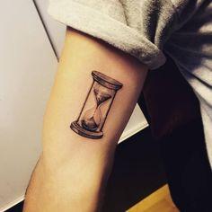 Fine line hourglass tattoo on the right inner arm. Tattoo artist: Jay Shin