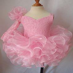 Купить товарПрекрасный розовый театрализованного платья для маленькой девочки зашнуровать назад бантом из органзы пыхтел рукав театрализованного платья кекс платья в категории Платья для девочек с букетомна AliExpress.                              Цвет: красный, розовый                                              Украшения: tierd,