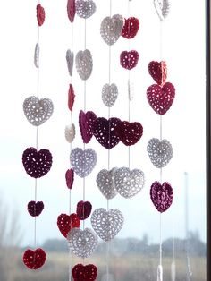 Make a festive easy crochet heart garland for your home or as a sweet handmade gift! These crochet heart pattern works together quickly. Crochet Home, Love Crochet, Crochet Motif, Diy Crochet, Crochet Crafts, Yarn Crafts, Crochet Flowers, Crochet Projects, Crochet Patterns