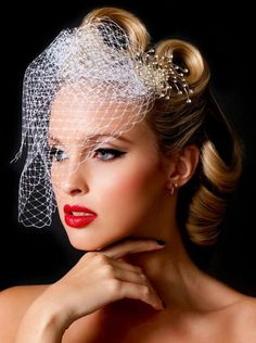 LOVE THIS VINTAGE WEDDING HAIR WITH BIRD CAGE VEIL ♥
