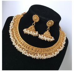 Pearl Necklace Designs, Pearl Necklace Set, Indian Necklace, Indian Bridal Jewelry Sets, Gold Mangalsutra Designs, Fancy Jewellery, Bollywood Jewelry, Fashion Jewelry, Asian Bridal