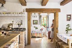 Kuchnia w stylu dworkowym - powrót do przeszłości. http://domomator.pl/kuchnia-w-stylu-dworkowym-powrot-przeszlosci/