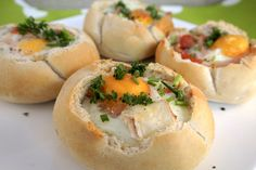 Egg in bread bowls I Love Food, A Food, Food And Drink, Brunch Recipes, Breakfast Recipes, Pasta, Lunch Snacks, High Tea, Soul Food