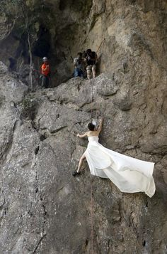 Shes a keepee ;) Wedding Photos While Rock Climbing #awesome #bestweddingever