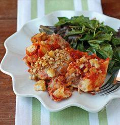 These Chicken Parmesan Stuffed Shells combine 2 of your favorite Italian foods in one! Plus a serving is just 381 calories or 8 Weight Watchers SmartPoints! www.emilybites.com