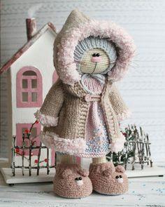 WEBSTA @ isaeva_toys - Фоток этой кисы будет много, для неё вяжется второй комплект одежды и маленький друг  Всем отличной пятницы