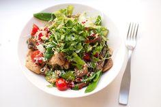 Rakastatko aasialaista ruokaa? Tässä on kanasalaatti, johon hullaannut Cobb Salad, Chili, Food, Chile, Essen, Meals, Chilis, Yemek, Eten