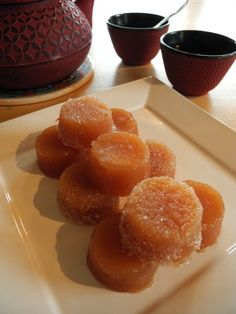 Pâte de coings et gelée de coings vanillées Beaux Desserts, French Desserts, Batch Cooking, Holiday Cakes, Chutney, Cake Pops, Jelly, Biscuits, Food And Drink