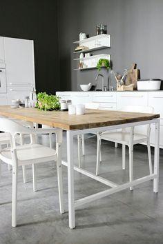cuisine avec des meubles moderne en blanc