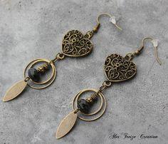 Bijou Créateur - Boucles d'oreilles pendantes bronze Intercalaires coeurs filigranés Sequins Perles verre noires - st valentin : Boucles d'oreille par alextreize-creation