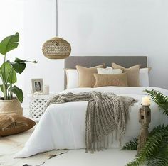 Neutral and natural bedroom set. Tropical leaves set off the room : Neutral and natural bedroom set. Tropical leaves set off the room Room Interior, Interior Design Living Room, Natural Bedroom, Minimalist Bedroom, Minimalist Decor, Minimalist Interior, Minimalist Kitchen, Modern Minimalist, Suites