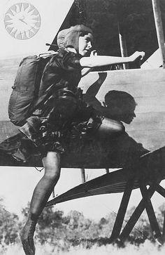 1ère femme parachutiste