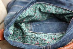 Font de ce sac unique d'une vieille paire de jeans. Cet ebook vous guidera à travers chaque étape de ce projet de couture. Le sac « Chobe » est d'une