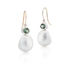 18kt gold earrings set with natural Green Sapphires from sri lanka and South Sea pearls from Australia from the Daniel Moesker Pearl Collection