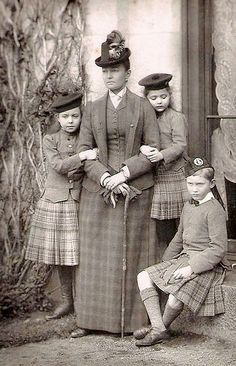 The Duchess of Connaught with her three children, Princesses Margaret and Patricia, and Prince Arthur. These children were Prince Arthur's and the grandchildren of Queen VICTORIA. Queen Victoria Family, Victoria And Albert, Old Pictures, Old Photos, Vintage Photographs, Vintage Photos, Portraits Victoriens, Reine Victoria, Princess Louise