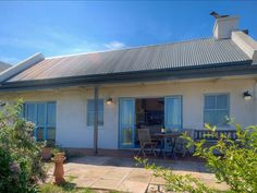 Beach House Kingshaven With Stunning Views - Beach House Kingshaven With Stunning Views is located in a beautiful suburb named Big Bay in Cape Town. This modern country-style house can accommodate up to six guests and features a fully equipped kitchen ... #weekendgetaways #bloubergstrand #southafrica