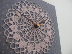 DIY Crochet Doily Clock Tutorial!  Do you love to crochet Doilies?  Or you have a lot of old doilies from thrift stores?  Here is a great idea what to do with your Doily.  You can use it to make a nice clock.  Great tutorial with step by step picture.