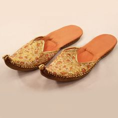 Exotic Vintage Hand-Embroidered Leather-Soled Mojari Slippers from easterbelles-emporium on Ruby Lane || #vintage #textiles #shoes