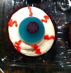 Sweetcakes Halloween eyeball cupcakes