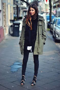 Green parka for a fashionable street style Fashion Moda, Look Fashion, Womens Fashion, Fashion Black, Petite Fashion, French Fashion, Ladies Fashion, Fall Winter Outfits, Autumn Winter Fashion