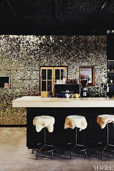 GLAM kitchen with that deco sequin wall Kitchen Cabinet Design, Kitchen Tiles, Kitchen Decor, Kitchen Art, Layout Design, Design Ideas, Pool Garden, Sequin Wall, Sequin Fabric