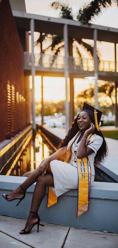 Nursing Graduation Pictures, Graduation Picture Poses, Graduation Portraits, Graduation Photoshoot, Graduation Photography, Grad Pics, Grad Pictures, Graduation Outfits, Graduation Caps