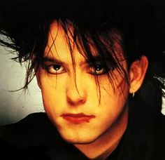 Famous Vegetarian Rock Stars: Robert Smith lead singer from the 80s band The Cure