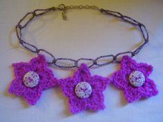collar de misangas y flores de gancillo de By Lena-Marques por DaWanda.com