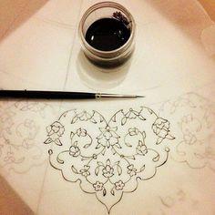 Very reminiscent of punto in aria lace work. Islamic Art Pattern, Arabic Pattern, Pattern Art, Pattern Design, Arabic Calligraphy Art, Arabic Art, Calligraphy Borders, Calligraphy Alphabet, Motif Floral
