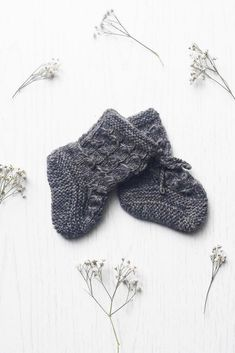Classic baby footies in Dark Grey - these merino socks will make your child feel cozy and warm ❤ Kids Fashion Boy, Baby Socks, Beautiful Patterns, Sustainable Fashion, Dark Grey, Hand Knitting, Kids Outfits, Cozy, Child