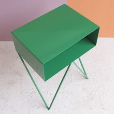 Robot side table in green /