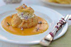 Bigné con crema al gorgonzola su vellutata di zucca