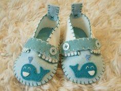 Handmande felt baby shoes