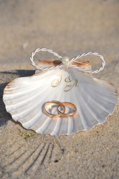 Seashell ring dish holder personalized Shell ring holder, Beach Wedding, Nautical Ring Bearer, Engagement Gift, Shell ring tray Ring carrier – Well come To My Web Site come Here Brom Leaf Engagement Ring, Engagement Gifts, Engagement Photos, Beach Ceremony, Beach Wedding Decorations, Wedding Centerpieces, White Gold Rings, Sea Shells, Wedding Rings