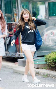 [HD포토] 아이오아이(I.O.I) 김소혜 펭소혜 펭귄 가방들고 출근 (뮤직뱅크 출근길) #topstarnews
