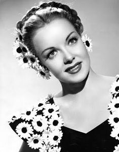 95 Awesome Braids Vintage Hairstyles In 2020 - Hairstyles Ideas Vintage Hairstyles Tutorial, 1940s Hairstyles, Historical Hairstyles, Hair And Makeup Tips, Hair Makeup, Braided Updo, Braided Hairstyles, Wedding Hairstyles, Retro Updo