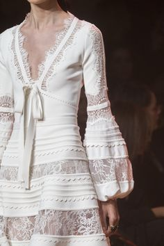 Elie Saab Spring 2019 Fashion Show Details. Ready-to-Wear collection, runway looks, details, models. All the Spring 2019 fashion shows from Paris Fashion Week in one place. Elie Saab Spring, Fashion Week, Fashion Show, Womens Fashion, Fashion Design, Fashion Stores, Spring Fashion, Elie Saab Printemps, Casual Dresses