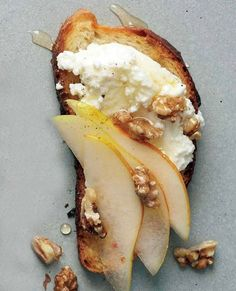 Pear Walnut Honey and Ricotta Crostini! Spoon these flavorful toppings over simple Crostini or toast from a country-style loaf. Pear Walnut Honey and Ricotta Crostini! Spoon these flavorful toppings over simple Crostini or toast from a country-style loaf. Snacks Für Party, Appetizers For Party, Appetizer Recipes, Appetizer Ideas, Appetizer List, No Cook Appetizers, Dinner Recipes, Elegant Appetizers, Party Desserts