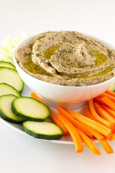 Baba Ghanoush Baba ganoush is a vegan Middle Eastern starter or appetizer made of eggplant, tahini and other super healthy ingredients. Serve with some crudités. Veggie Recipes, Vegetarian Recipes, Cooking Recipes, Healthy Recipes, Vegan Appetizers, Appetizer Recipes, Fatayer, Aperitivos Finger Food, A Food