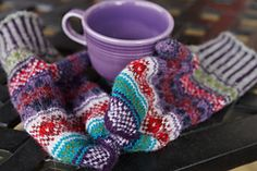 Doja's gift fair isle mitten knitting pattern Mittens Pattern, Fingerless Gloves, Arm Warmers, Color Combinations, Knitting Patterns, My Favorite Things, Projects, Gifts, Fingerless Mitts