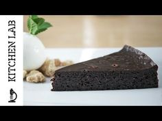 Chocolate pudding pie by the Chef Akis Petretzikis. A rich, delicious chocolate pudding pie that will remind you of a chocolate soufflé! Chocolate Pie With Pudding, Delicious Chocolate, Flourless Chocolate Cakes, Chocolate Recipes, Greek Recipes, Desert Recipes, Confectionery Recipe, Sweets Recipes, Desserts