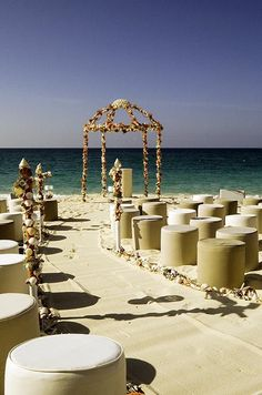 Asientos originales para la decoración de una boda en la playa