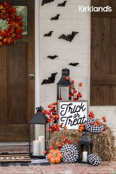 Outside Fall Decorations, Halloween Porch Decorations, Halloween Home Decor, Outdoor Halloween, Cute Halloween, Holidays Halloween, Halloween Crafts, Halloween Ideas, Halloween Games