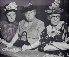 Just How Popular is Bingo? - Is Bingo a dying gambling game for oldies or an ascendant online phenomenon? Vintage Pictures, Funny Pictures, Fotografia Social, Old Folks, Old Age, Vintage Photographs, Old Women, Old Ladies, Retro