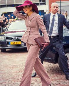 Koningin Maxima opende vandaag het vernieuwde Musis in Arnhem. Dat deed ze in stijl, gekleed in een…'