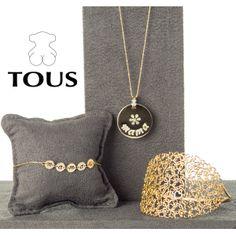 No es necesario decir que el emblema de la marca Tous son los Osos, pues han enamorado a mas de una, su joyería impecable e irresistible la puedes ver en la esclava de oro amarillo con diamantes o con esta cadena y su colgante en nácar, oro y diamante de la colección de madres.