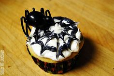 Spider cupcakes. Use plastic spice rings?