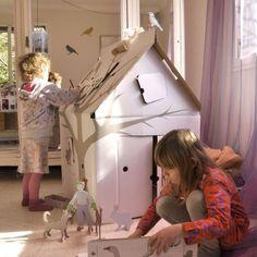 Casa Cabana Maison en carton avec motifs Studio Roof Jouet et Childrens Workshop, Vintage Leather Sofa, Casa Kids, Cardboard Playhouse, Cardboard Houses, Moving Boxes, Recycled Art, Vintage Home Decor, Soft Furnishings